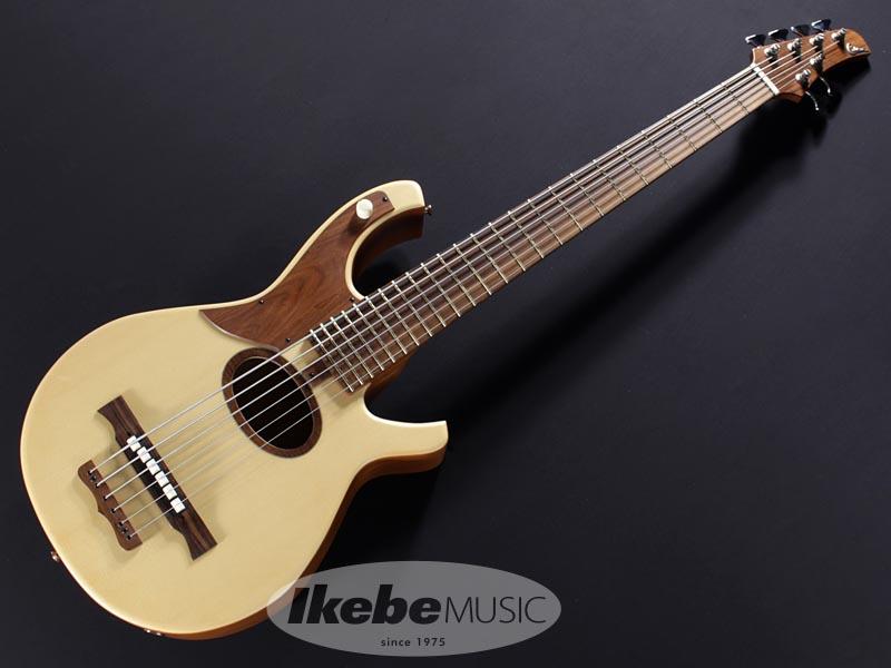 特大サイズの1ピース・マホガニー・ボディをくり抜き製作される、至高の6弦アコースティックベース。